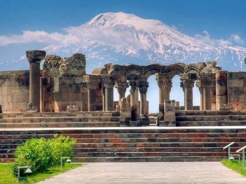 «Храм бдящих ангелов» Звартноц в Армении