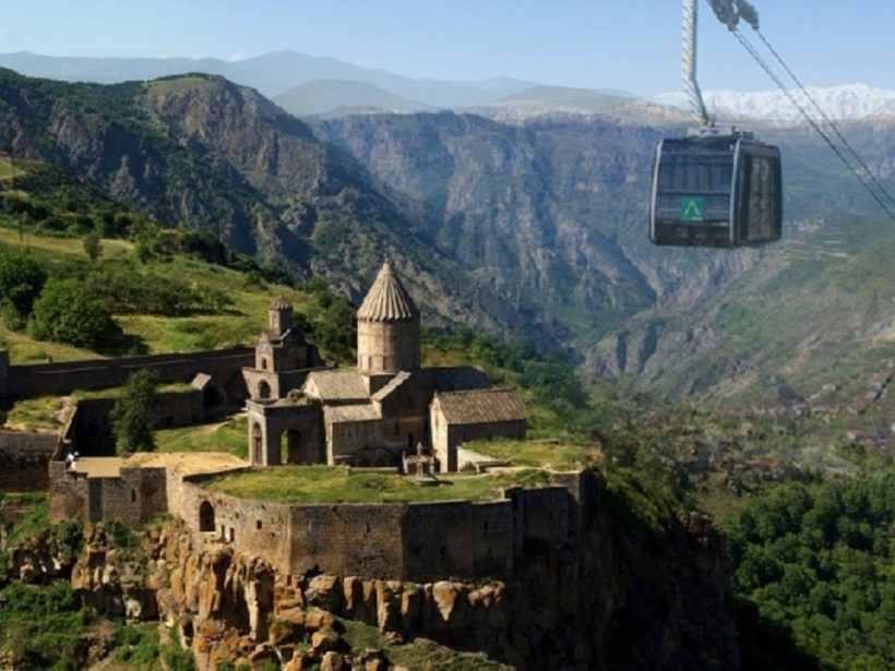 Канатная дорога и монастырь Татев в Армении
