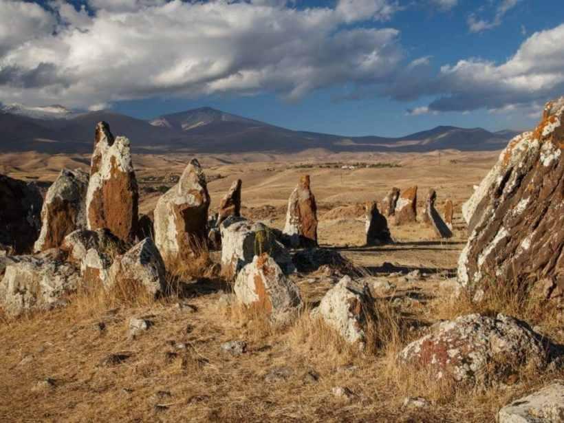 Зорац-Карер или Караундж — древний комплекс в Армении (армянский Стоунхендж)