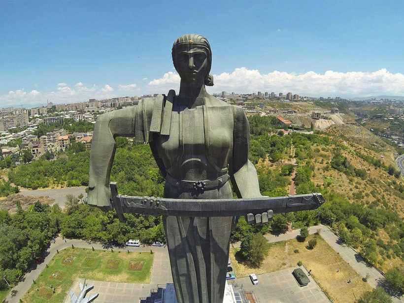 «Мать Армения» — монумент в честь победы Советского Союза в Великой Отечественной войне в Ереване