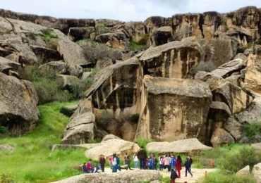 азербайджан, гобустан, заповедник гобустан, наскальные рисунки, музей, туры в азербайджан