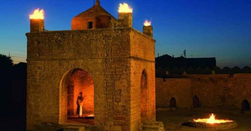 Храм огня Атешгях на Апшеронском полуострове, Азербайджан