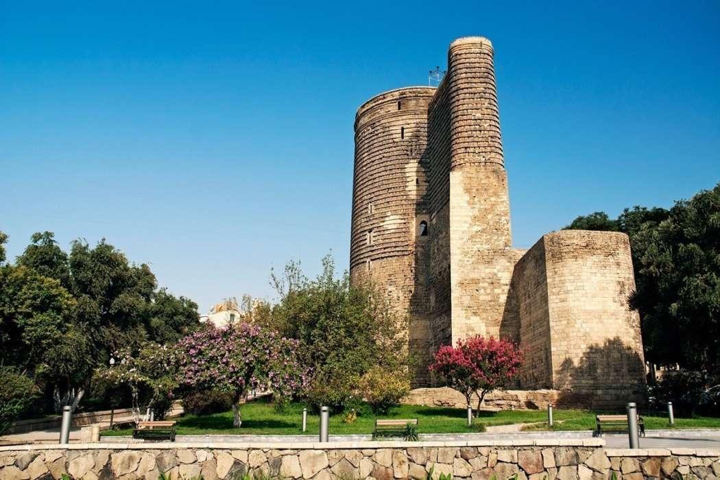 Девичья башня - древняя крепостная постройка у прибрежной части «Старого города».