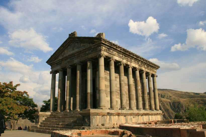 Языческий храм Гарни в Армении