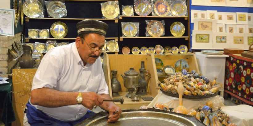 Ремесленник в Узбекистане