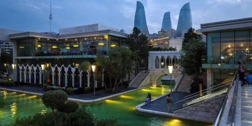 Малая Венеция – система прогулочных водных каналов в Баку, Азербайджан