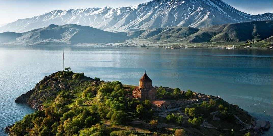 армения, севан, озеро севан, отлых на озере, монастырь севанаванк, достопримечательности армении, туры в армению