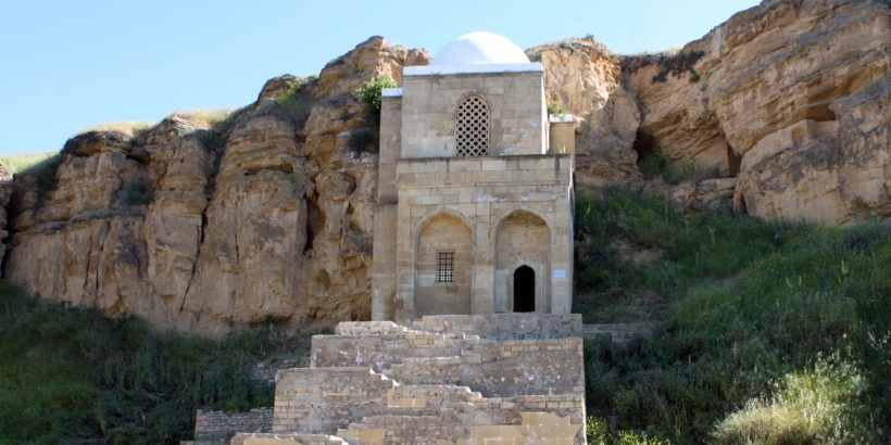 Дири Баба – мавзолей шейха в городе Гобустан